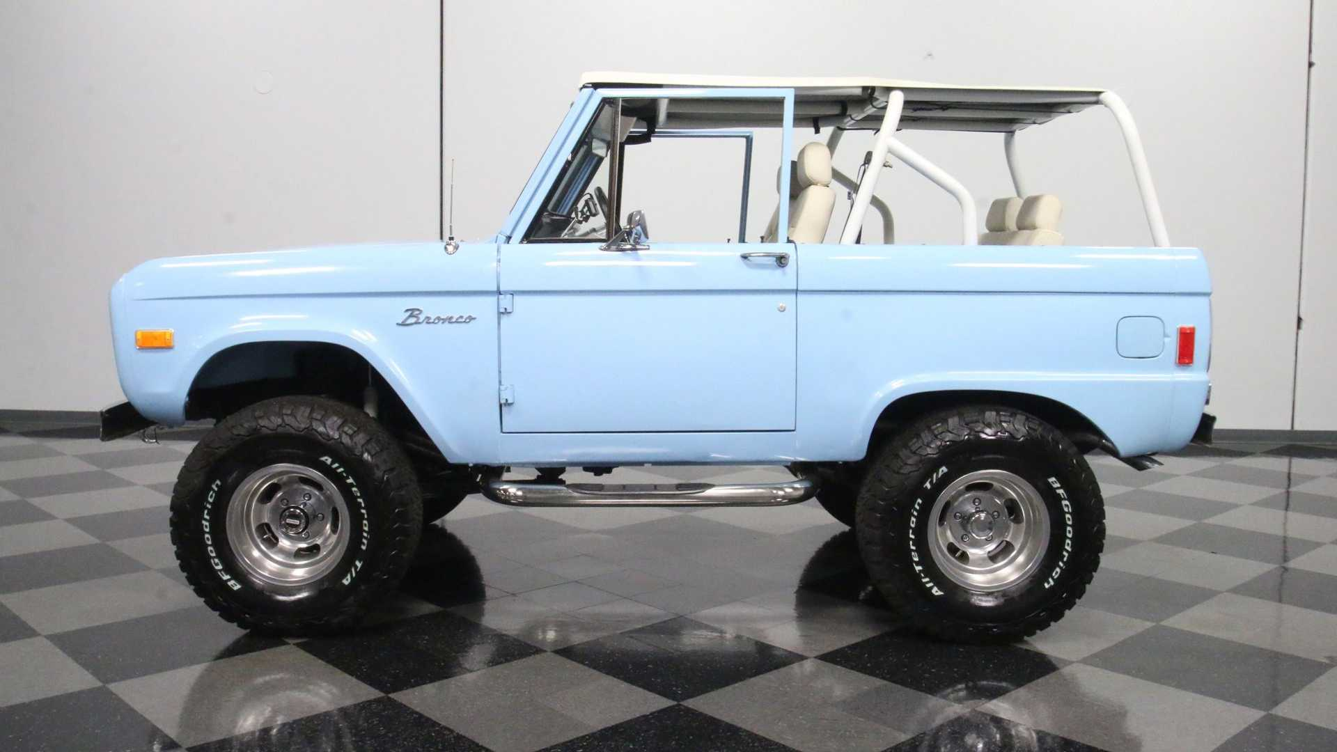 "[""Turn Fantasy Into Reality With This Gorgeous 1977 Ford Bronco 4x4""]"