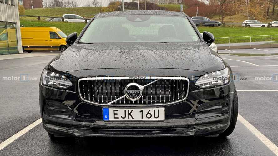 Volvo S90 facelift spied showing small design tweaks