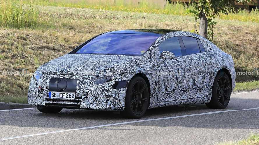 Mercedes EQS mostra estilo arrojado em flagra com a carroceria definitiva