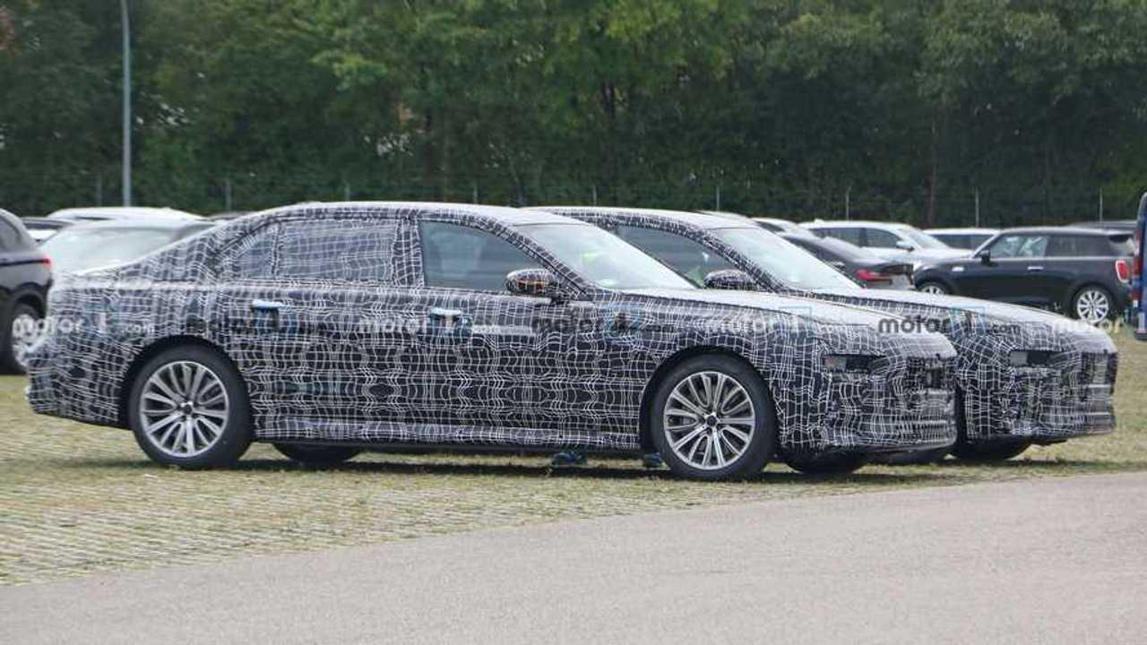 BMW 7 Series Plug-In Hybrid spy photo
