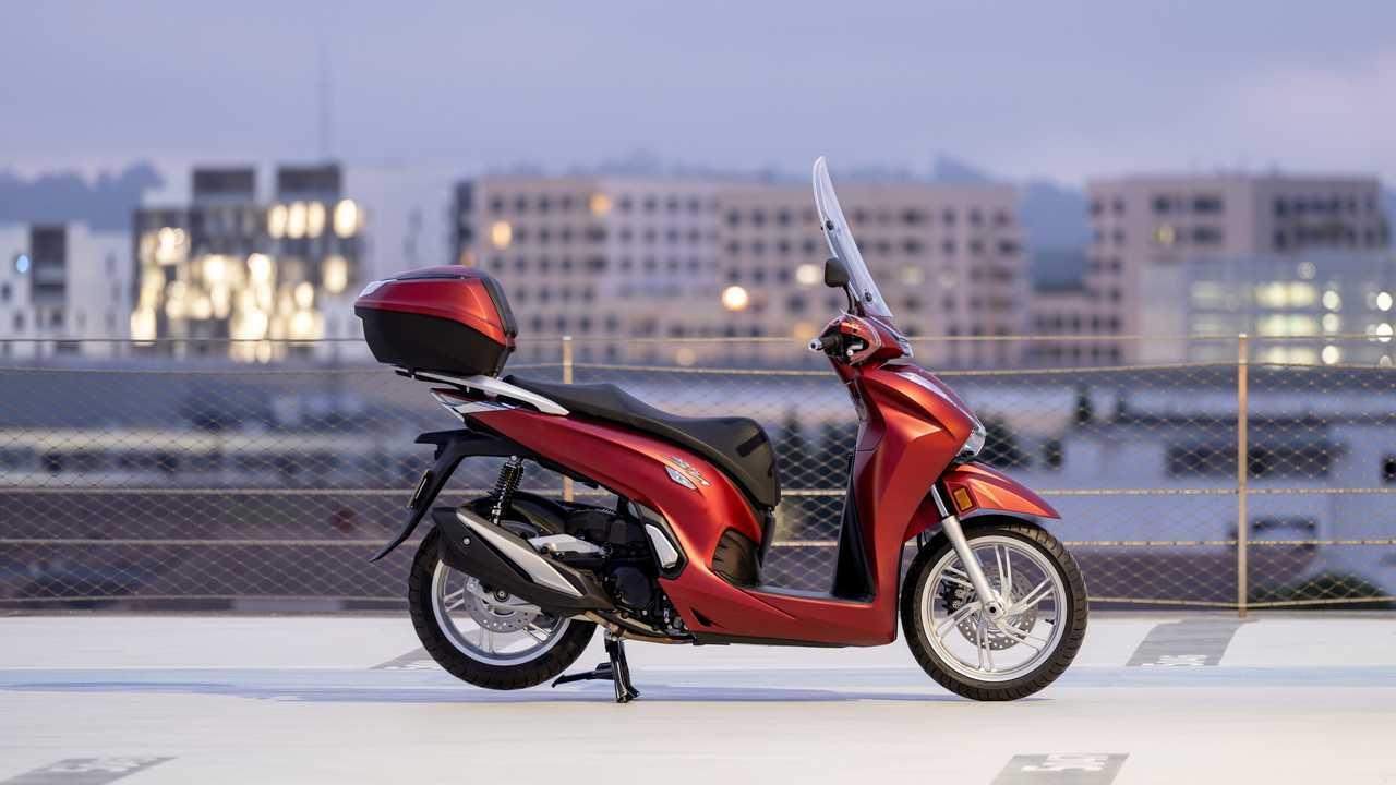 2021 Honda SH350i Red Right Side