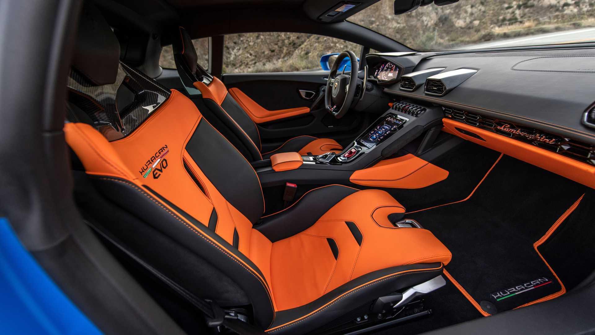 2020 Lamborghini Huracan Evo RWD cabin