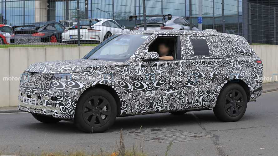 Land Rover Range Rover LWB büyük ve yakışıklı gövdesiyle yakalandı