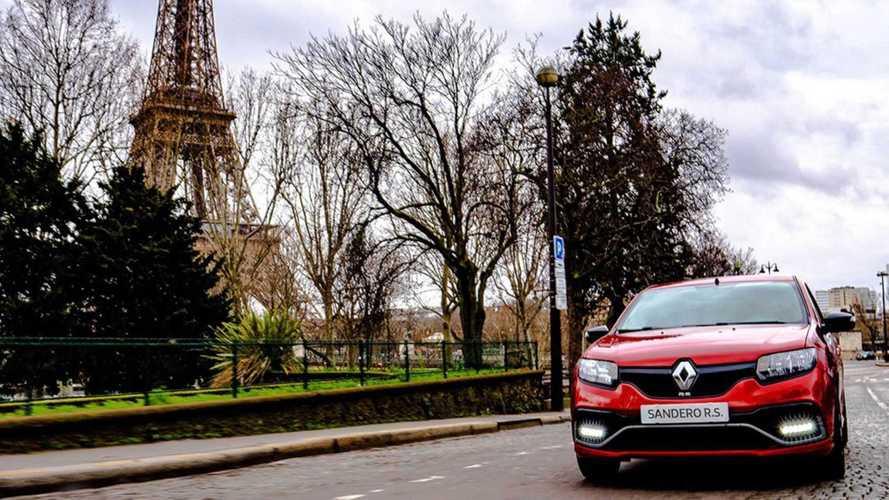 O que faz um Renault Sandero R.S. brasileiro em Paris?