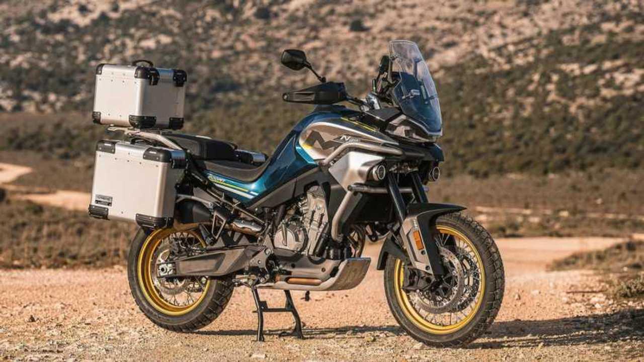 CF Moto MT800