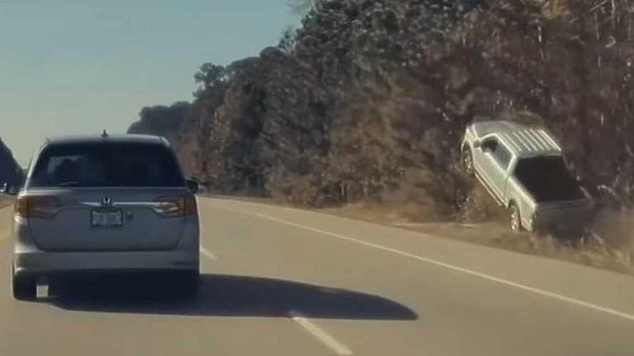 Azonosított repülő tárgyat filmezett le egy Tesla fedélzeti kamerája