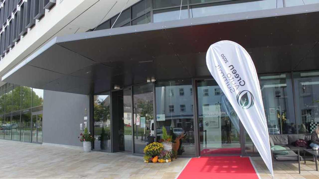 Green Auto Summit 2020: Roter Teppich für Referenten und Publikum in Böblingen