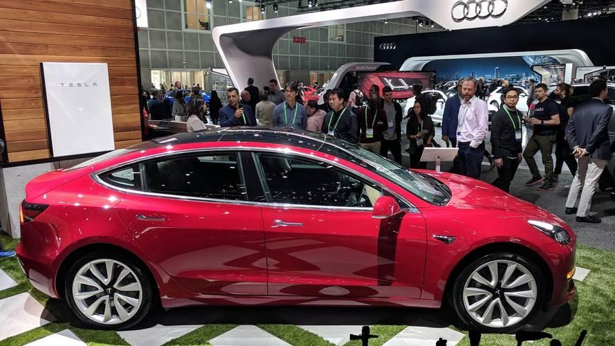 Tesla Model 3 üretimi haftalık 8000 adete yükselecek
