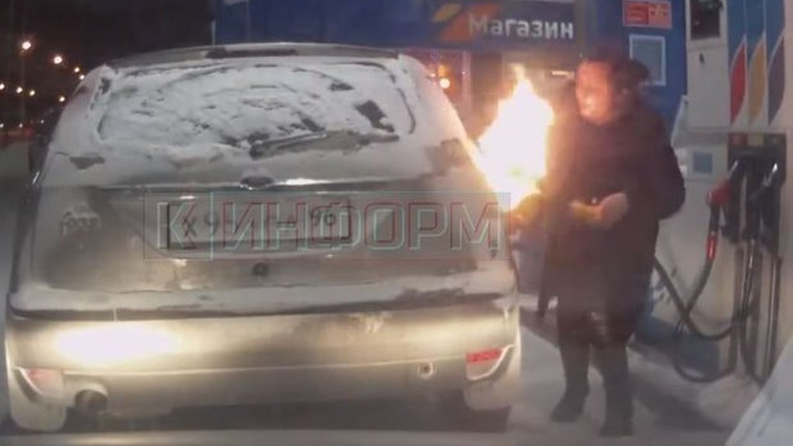Rus kadın pompanın buzunu çözeyim derken otomobilini yaktı