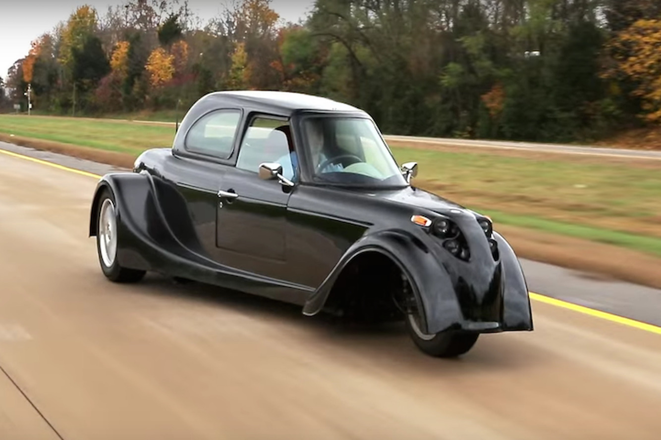 This Electric Three-Wheeler Defies Conventional Thinking
