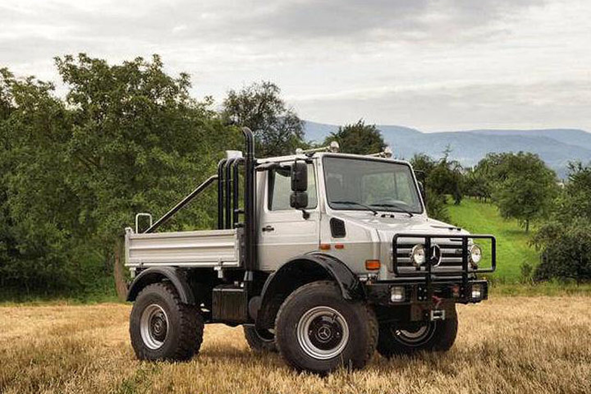 Mercedes Benz Unimog >> Arnold Schwarzenegger S Mercedes Benz Unimog Just Turned Up