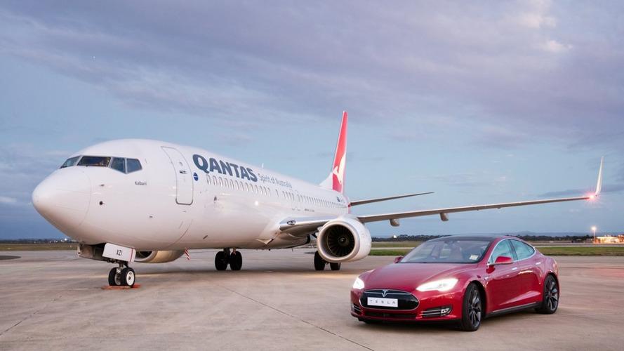 Vidéo - Cette Tesla affronte un Boeing 737