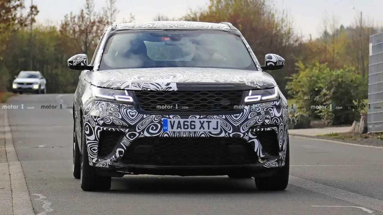 Range Rover Velar SVR new spy photo