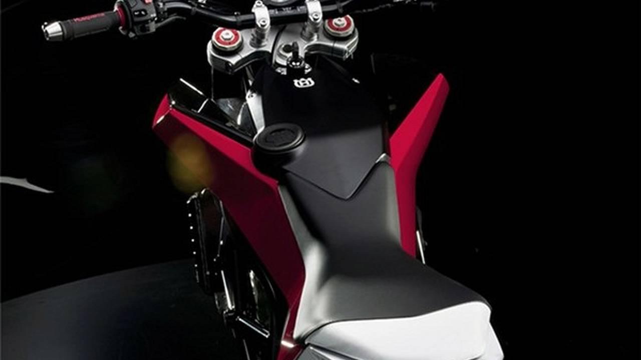 Husqvarna Nuda 900R: how do you say 'KTM' in Italian?