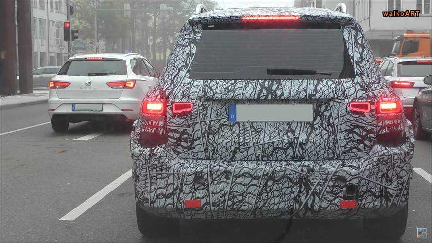 Mercedes GLB Serisi, trafikte arkadan görüntülenmiş