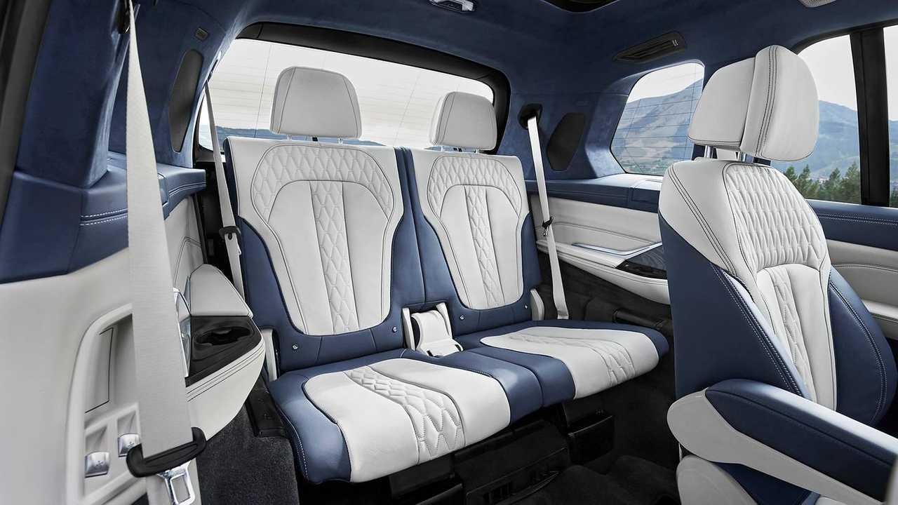 2019 Bmw X7 Arrives Bringing Brawny Face To 7 Seat Suv Segment
