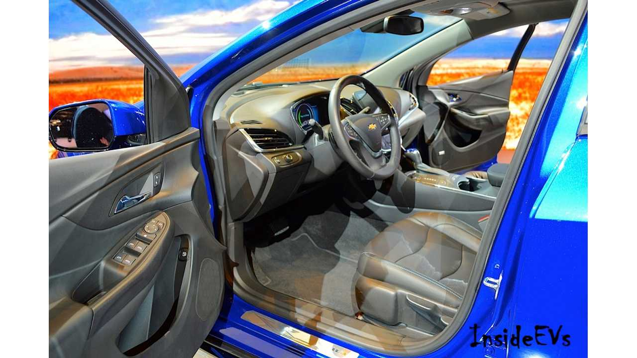 2016 Chevrolet Volt Front Driver Seating (Image: Mike Anthony/InsideEVs)