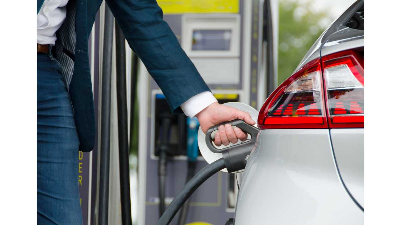 Fastned Raises $14.8 Million In 10 Days, Will Install 350 kW Chargers