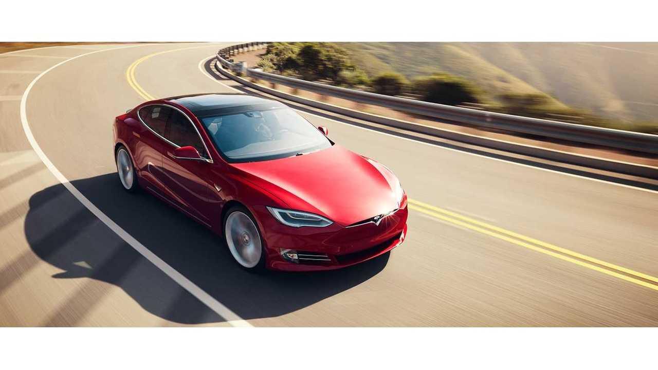 <em>Tesla Model S</em>