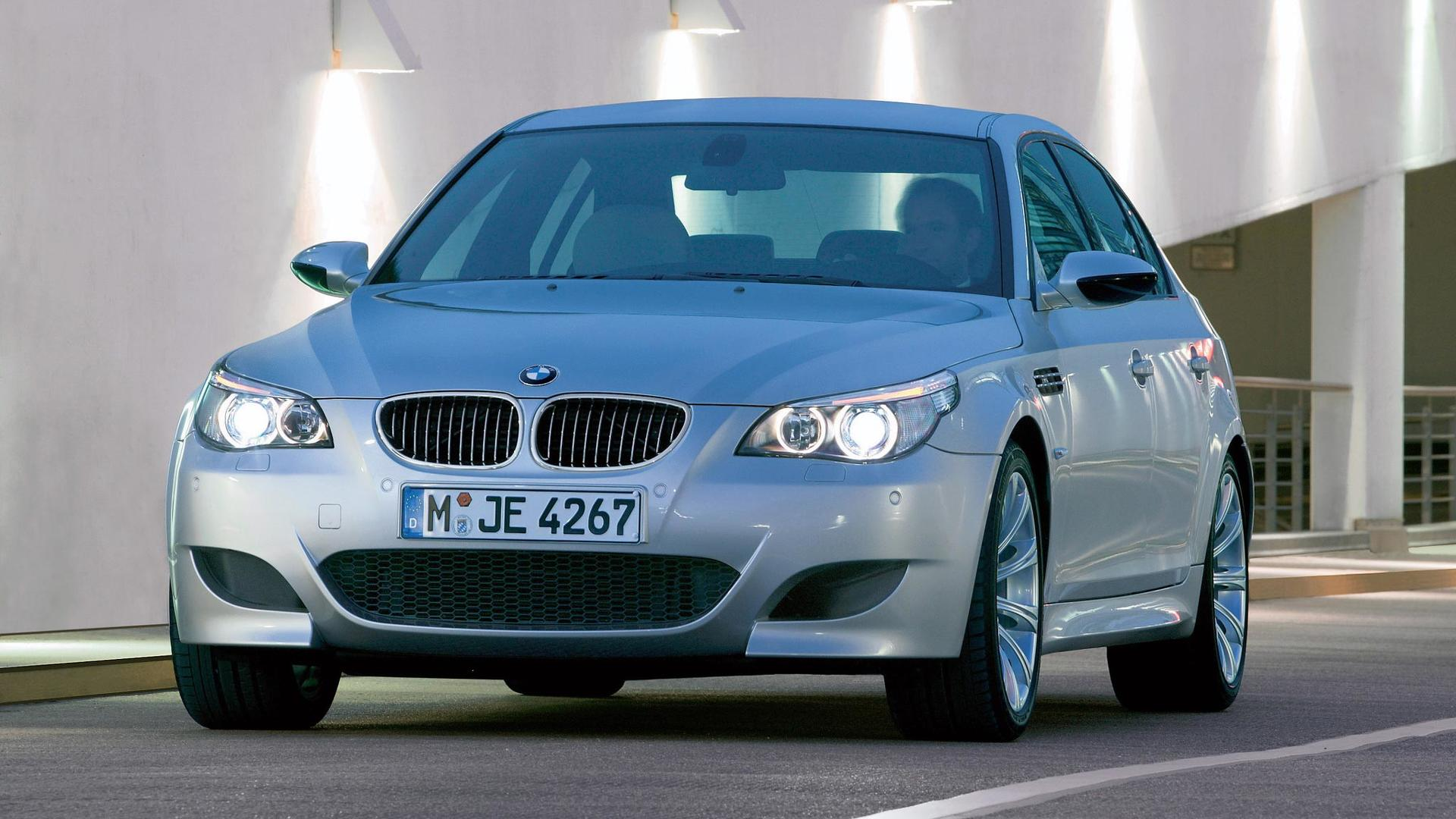 Bmw E60 M5 Faces Newer M140i 840d In A Drag Race