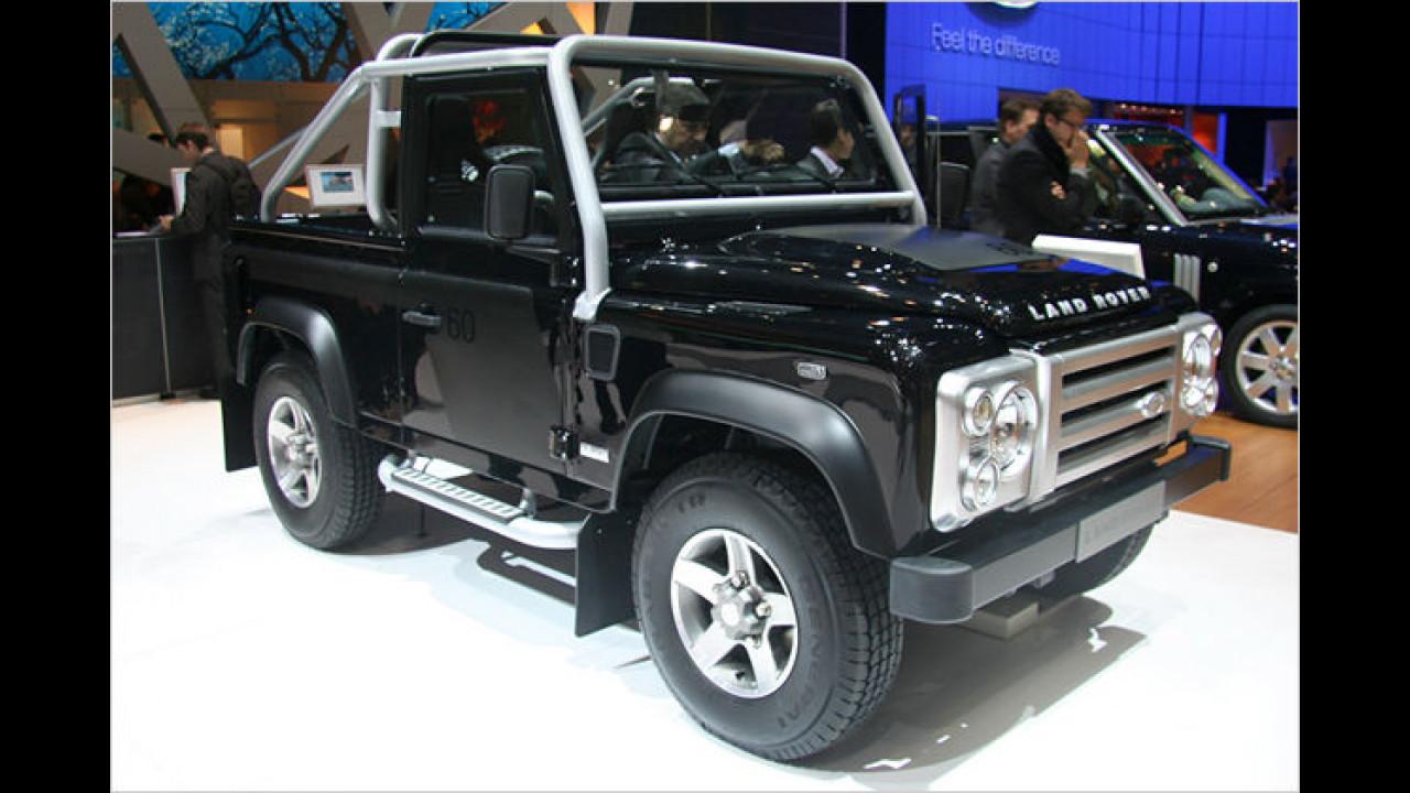 Land Rover zeigt das Sondermodell Defender SVX als Weltpremiere in Genf
