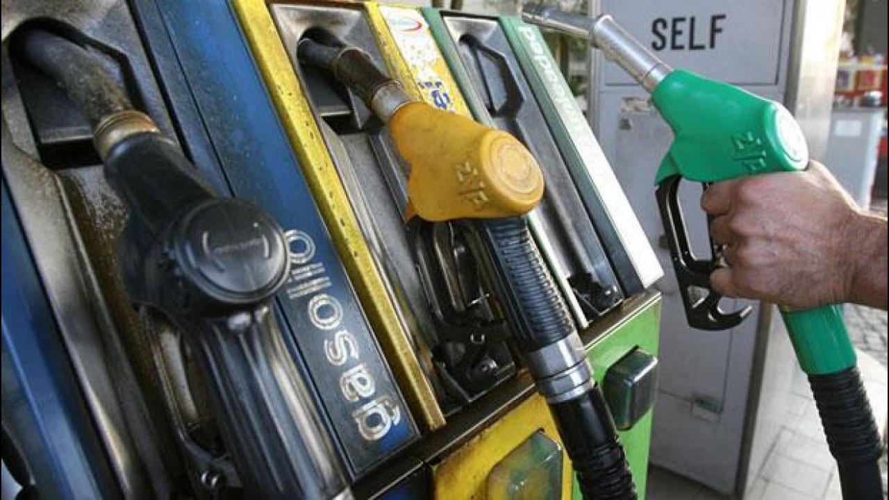 [Copertina] - Eni sconta il prezzo di benzina e diesel, anzi è
