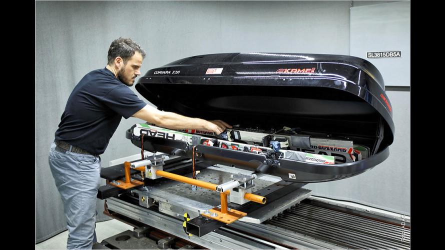 Automobilclub ADAC hat sieben Dachboxen getestet (2015)