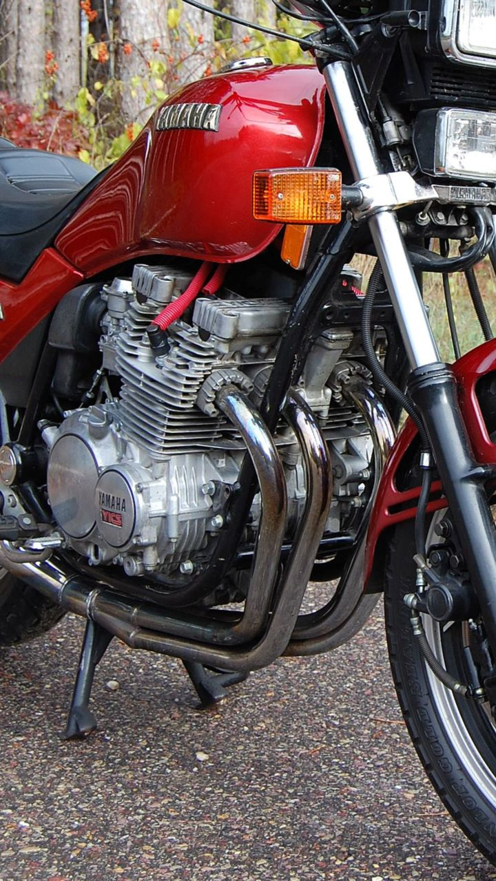 Kickstand: My Aversion to Single-Cylinders