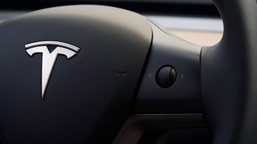 Elon Musk visé par deux plaintes pour vouloir sortir Tesla du marché