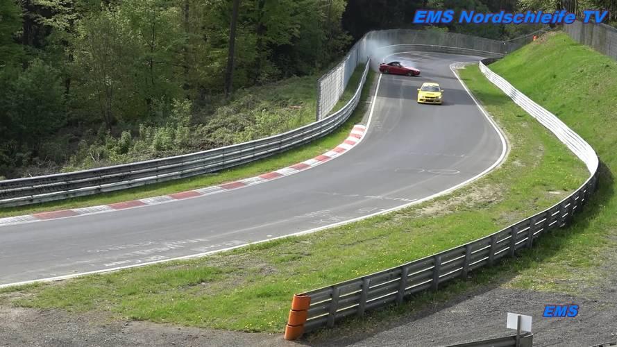 Mindkét szalagkorlátot megnézte magának egy Honda S2000 a Nürburgringen
