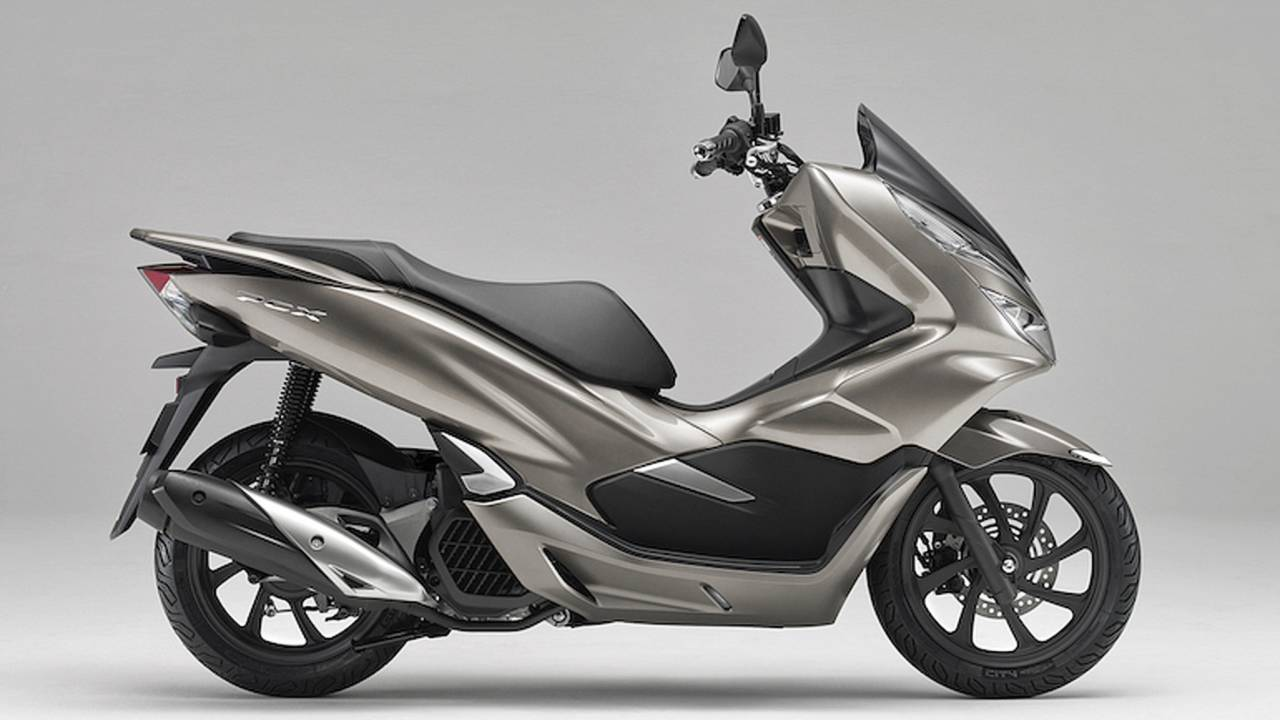 Scooting in on the Updated 2019 Honda PCX150