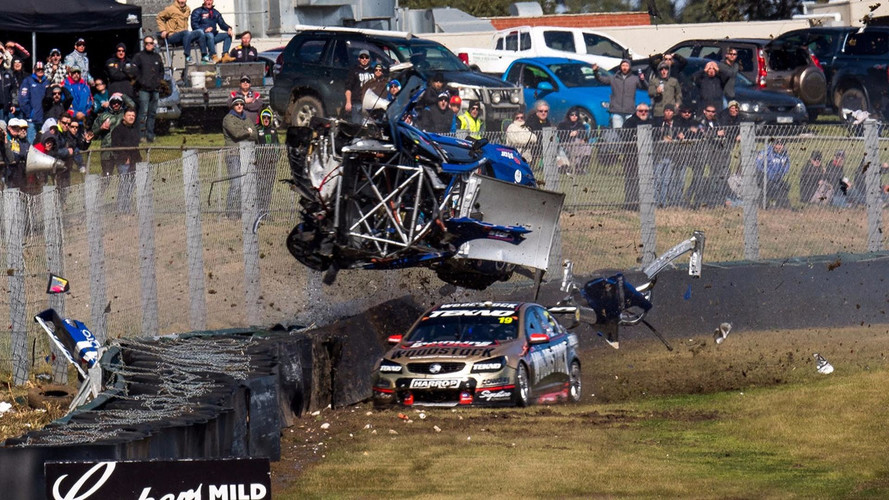 VIDEO - Un accident impressionnant en Supercars australien