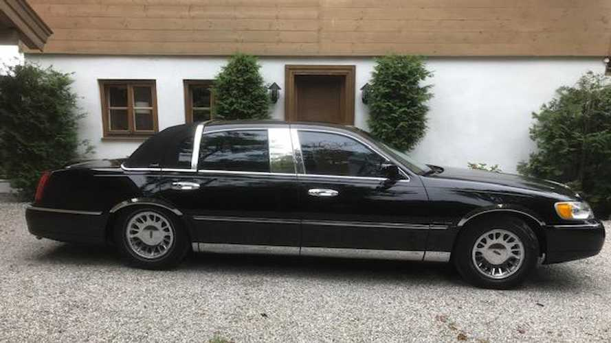 Johnny Cash's 2001 Lincoln Town Car Sells For $16.5K