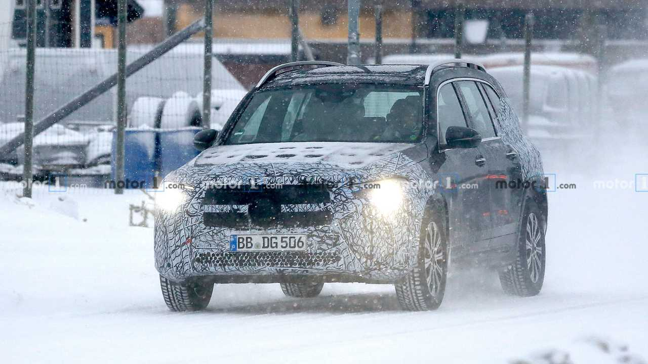 Mercedes-Benz EQB new spy photo