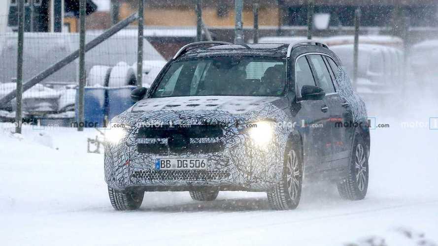 Svédországi tesztjén kapták le az elektromos Mercedes-Benz EQB-t