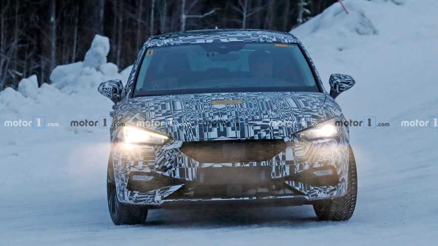 2020 SEAT Leon Plug-In Hybrid spy photos