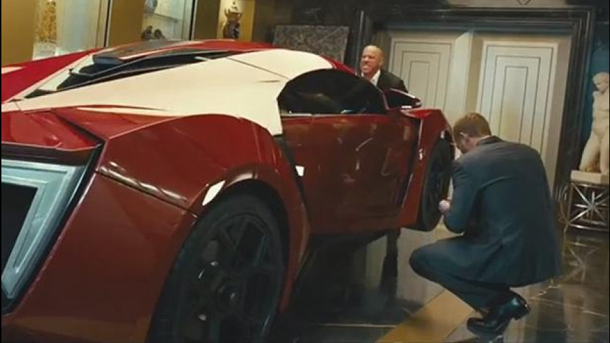 Fast and Furious 7, Vin Diesel solleva a mani nude la Lykan Hypersport [VIDEO]