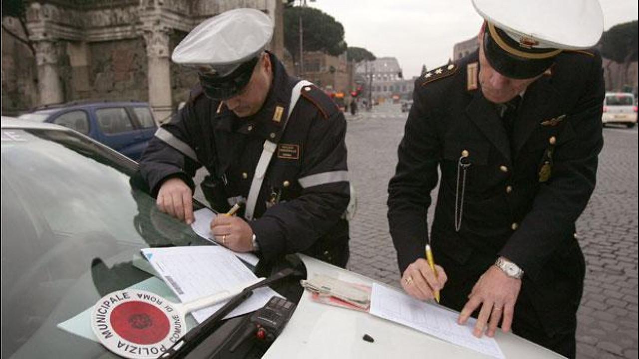 """[Copertina] - Automobilisti """"bancomat"""", in tre anni multe in aumento del 956%"""
