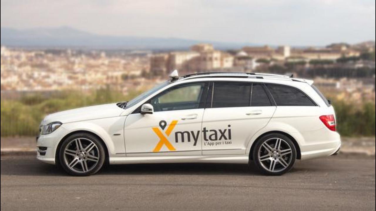 """[Copertina] - """"mytaxi? Meglio di Uber"""""""