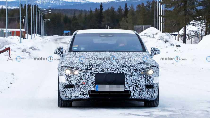 Mercedes EQE als Erlkönig (März 2021)