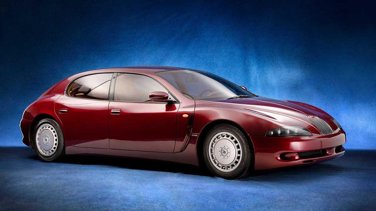 Studiofoto einer kastanienbraunen Bugatti EB112-Studie