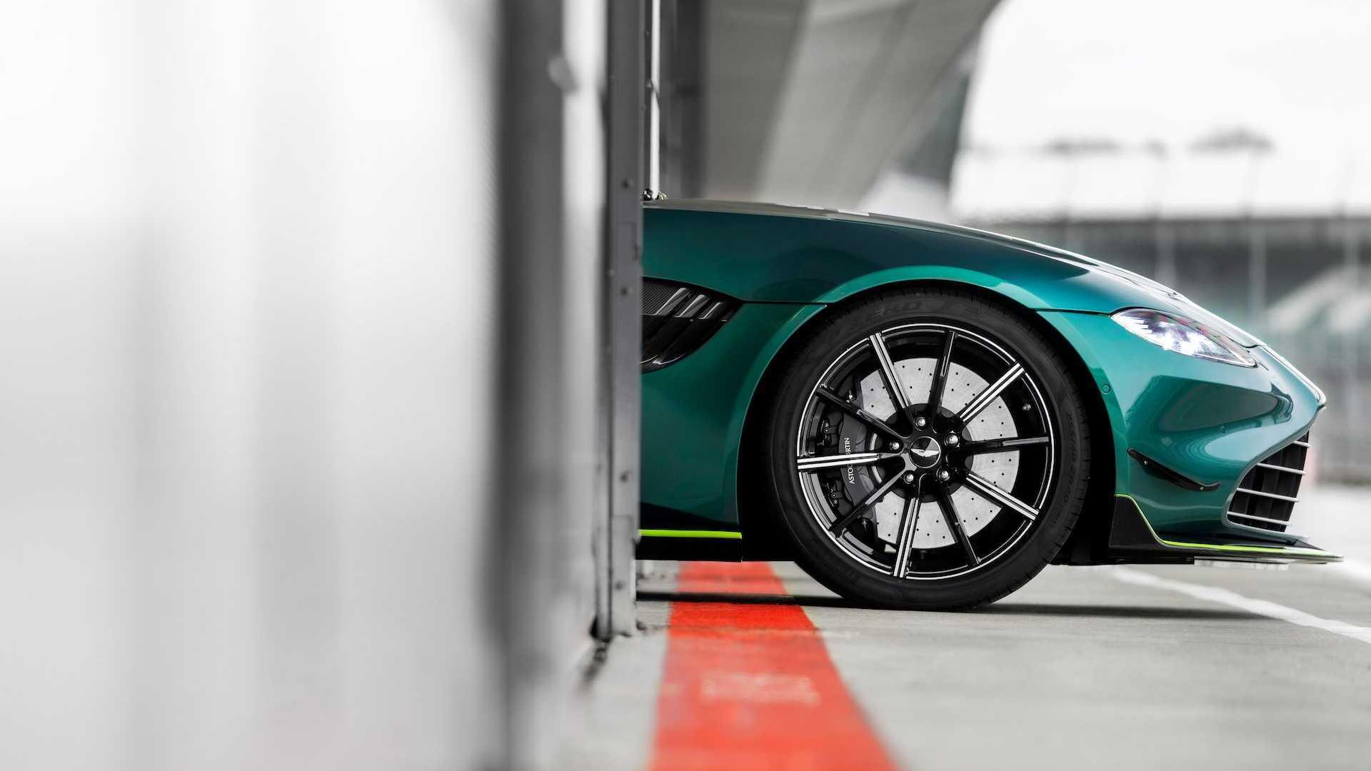 Электрический внедорожник и спортивный автомобиль Aston Martin появятся в 2025 году