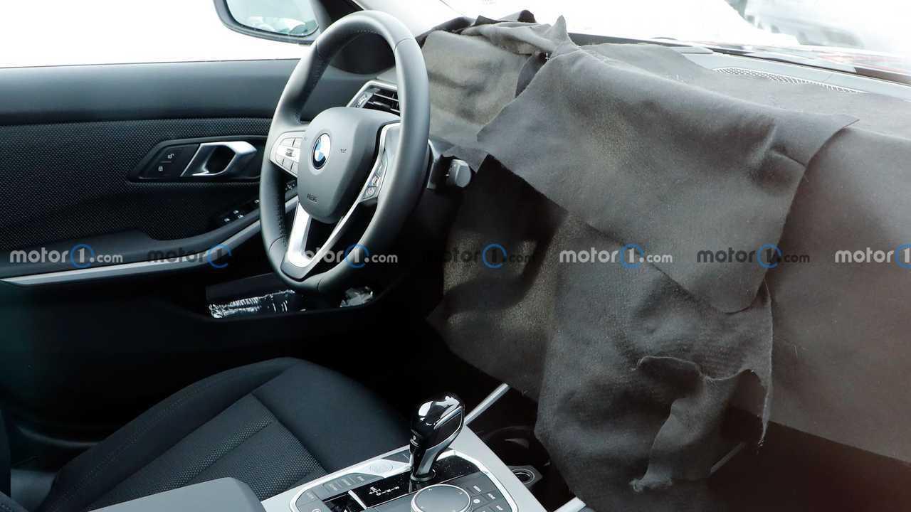 BMW 3er-Reihe mit XXL-Display im Cockpit erwischt?
