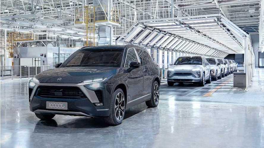 Startup chinesa comemora a produção de 100.000 carros elétricos