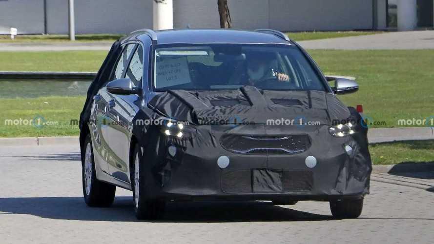 Kia Ceed (2022) Hatchback und SW Erlkönigbilder