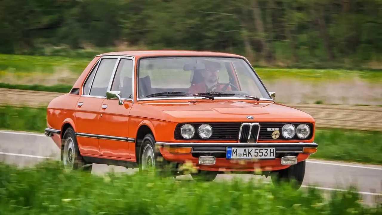 Dieser BMW 525 von 1974 ist in Inka-Orange lackiert
