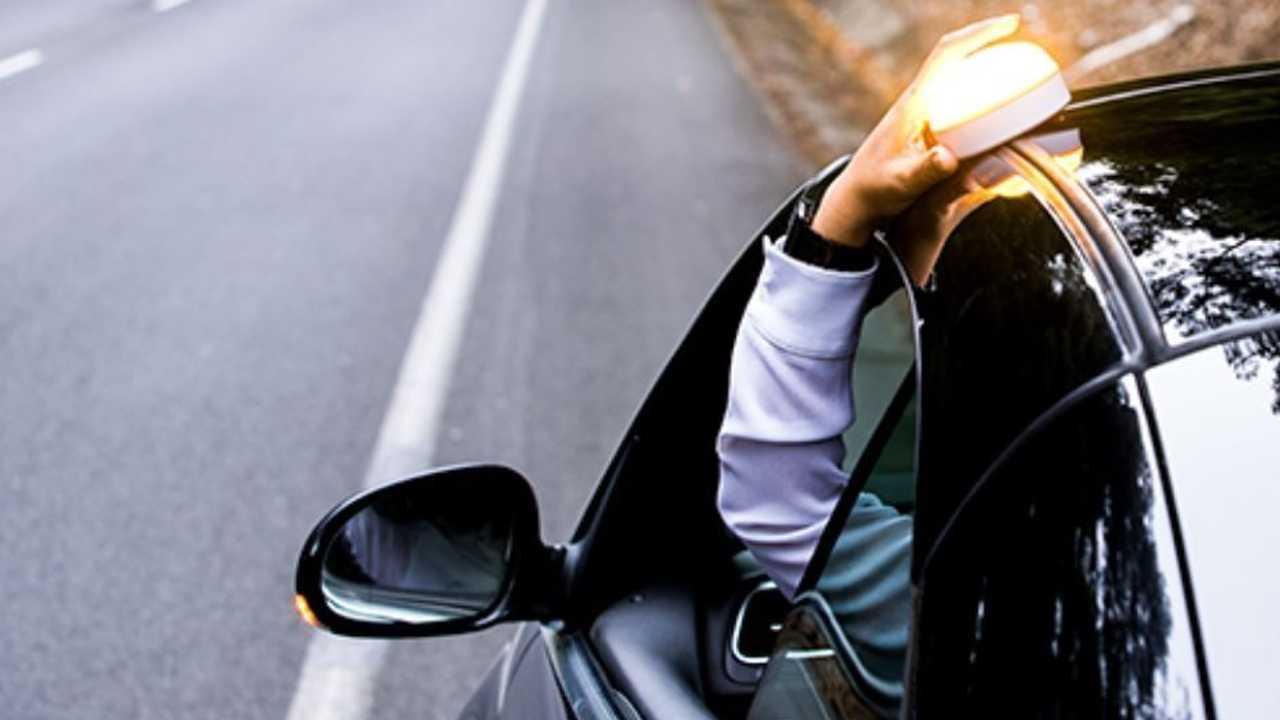 Luz de emergencia V-16 en coches