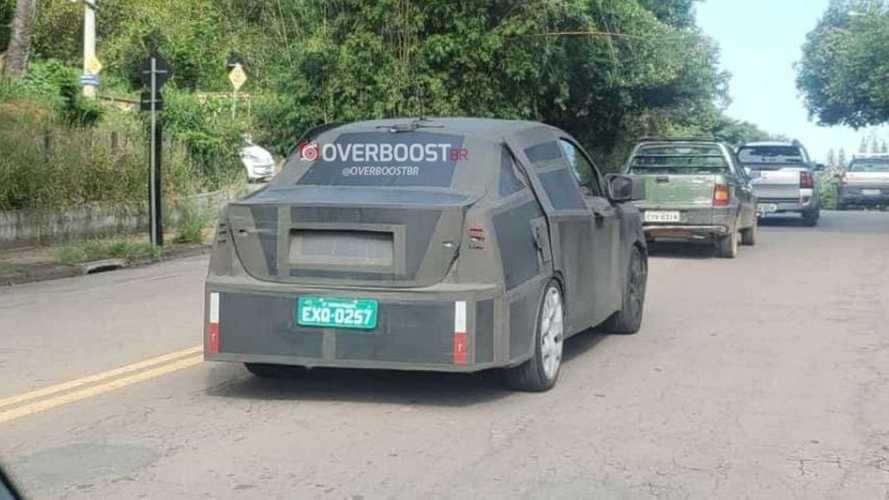 Flagra: Novo SUV cupê da Fiat já roda no Brasil disfarçado de sedã