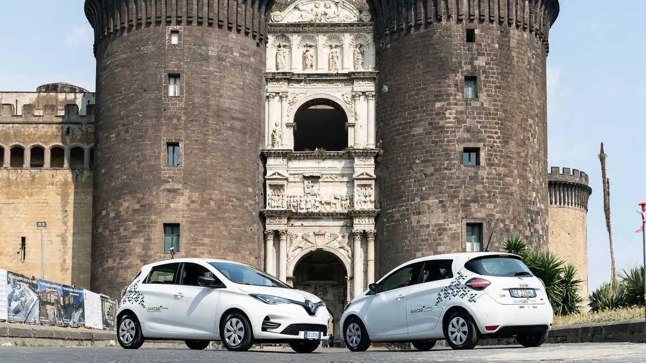 La Renault Zoe di Amicar in posa a Napoli