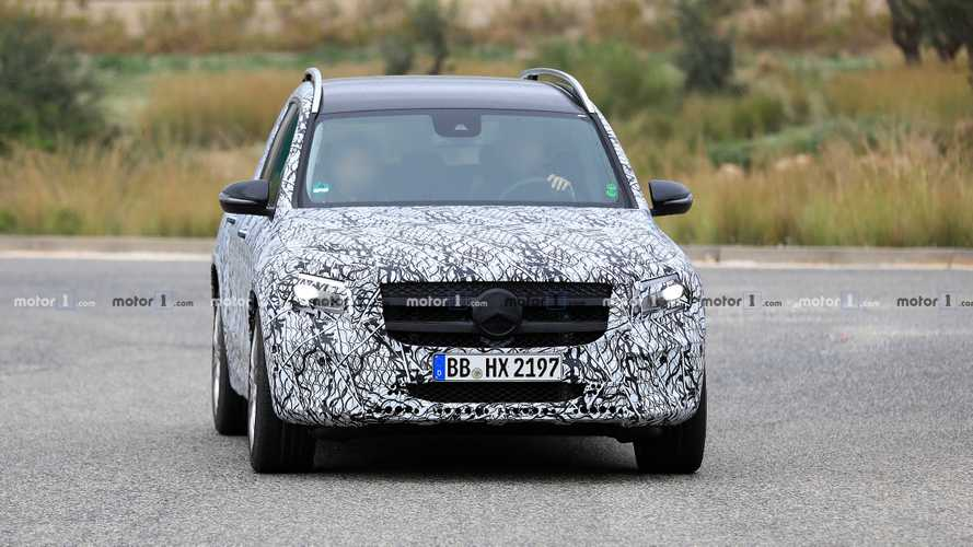 Mercedes-AMG GLB 35 Spy Photos